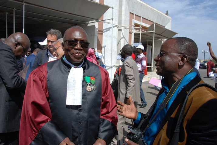 Le professeur Yalacé Y. Kaboret, répond à notre correspondant Silas Bayebane, suite à la cérémonie d'ouverture. © A. Hervé