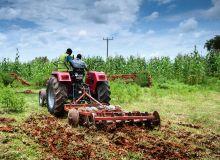 Le Nigeria dispose de moins de 30000 tracteurs alors qu'il devrait en avoir au moins un million, dixit le ministre de l'Agriculture Chief Audu Ogbeh. Ici, disquage, à Ibadan, au sud-ouest du pays. Photo: Businessday
